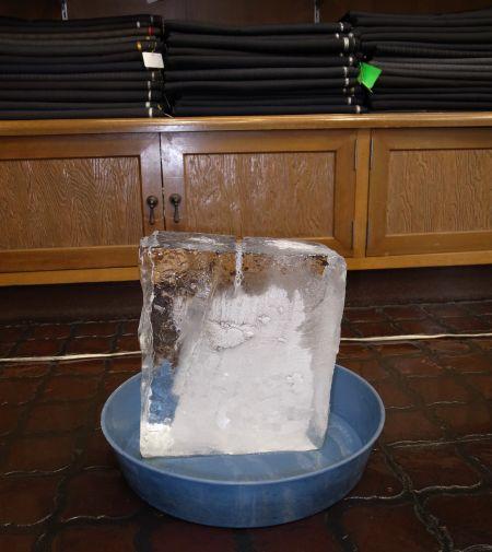 二貫目の氷
