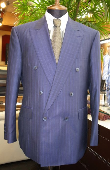 花紺のモダンダブルスーツ