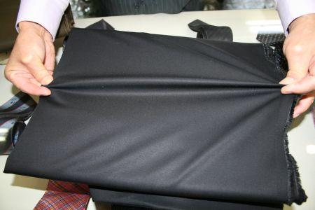 綿のギャバジンの黒