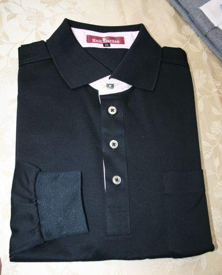 台衿付きのポロシャツ