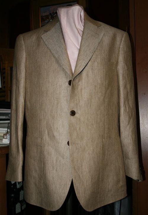 ライトブラウンの麻スーツジャケット