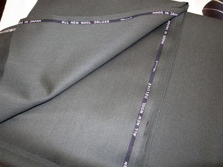 深緑のスーツ生地・冬物