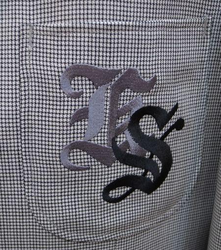 会社の頭文字を刺繍-レタード