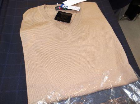 ウールカシミアのライトブラウンのセーター