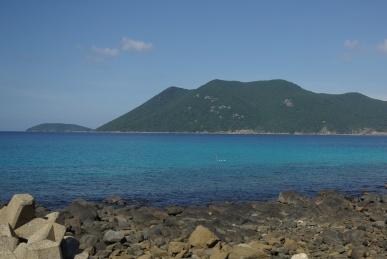 どこまでも青い海