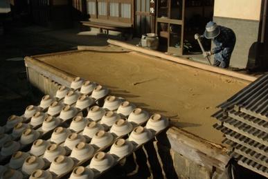 陶土をさらす