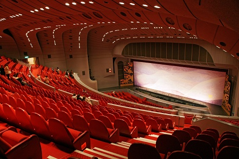 Takarazuka_Grand_Theater05s4s3104.jpg