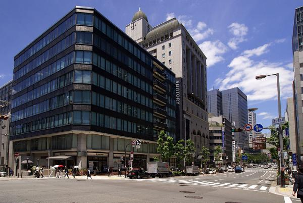 800px-Suntory_headquarters01s3200.jpg