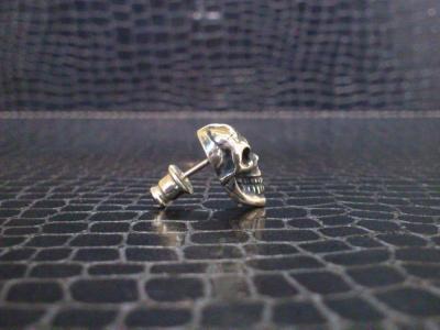 Miniature_skull_earring_004.jpg