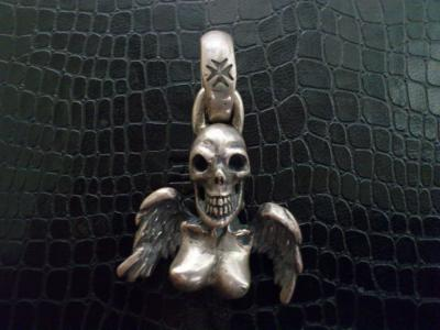 Skull_and_wing_pendant-01.jpg