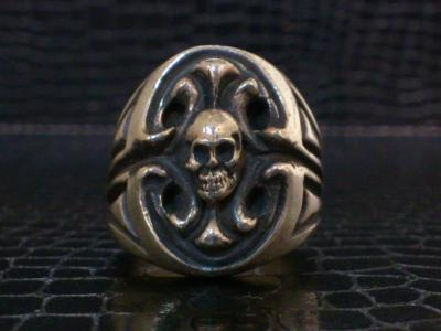 Skull_on_sculpted_oval_signet_ring-001.jpg