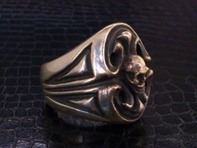 Skull_on_sculpted_oval_signet_ring-006.jpg