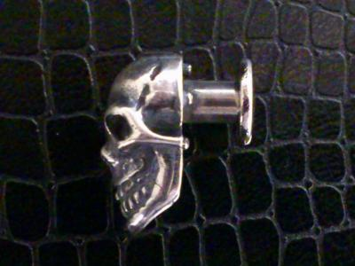 Skull_with_screw_002.jpg