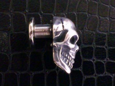 Skull_with_screw_003.jpg