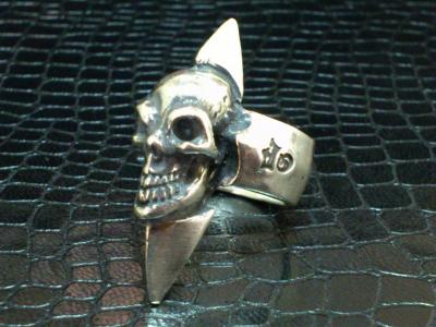 Skull_with_spike_ring-002.jpg