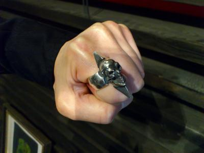 Skull_with_spike_ring-007.jpg