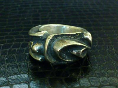 Small_gothic_skull_ring-002.jpg