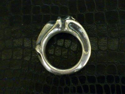 Small_gothic_skull_ring-003.jpg