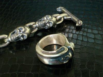 Small_gothic_skull_ring-005.jpg