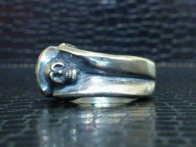 Small_gothic_skull_ring-006.jpg