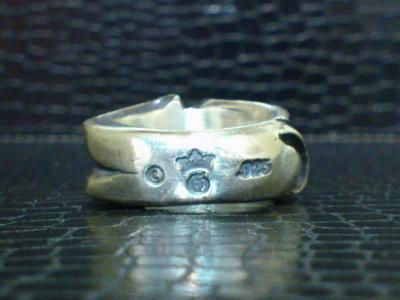 Small_gothic_skull_ring-008.jpg