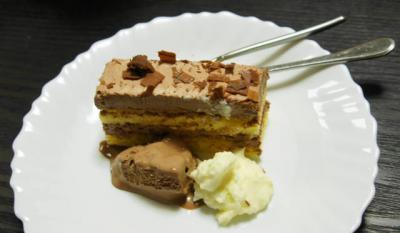 デビルス・チョコレートケーキ 生クリーム添え