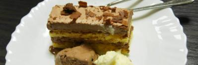 デビルス・チョコレートケーキ 生クリーム添え (1)