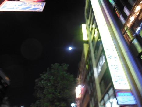 四ツ谷の満月