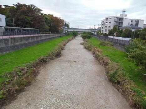 水の無くなった空堀川