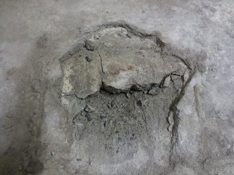 地下室、穴