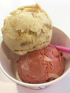サーティワンアイスクリーム レッドベルベットケーキ ハッピーニューペアー