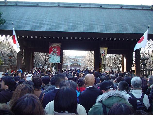 20120102靖国神社参拝列修正後3