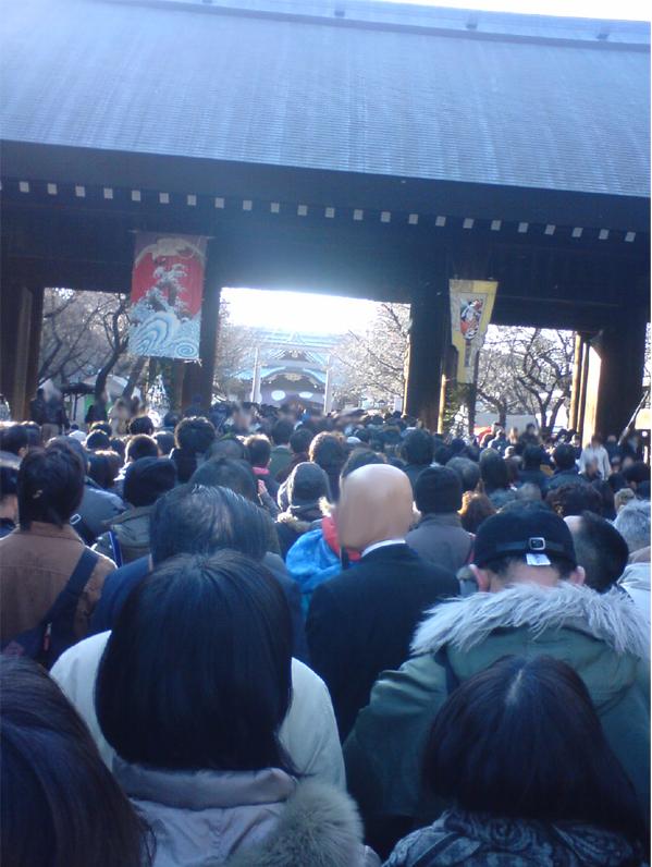 20120102靖国神社参拝列修正後2