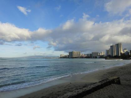朝のワイキキビーチ