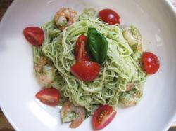 冷製カペリーニ エビとトマトのバジルソース