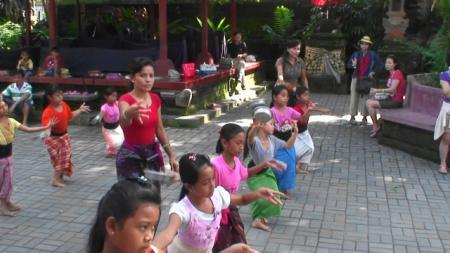 ウブド王宮 ダンス練習