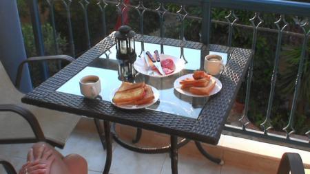 ベランダでの自炊朝食