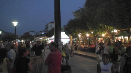 夜のスコペロスタウン