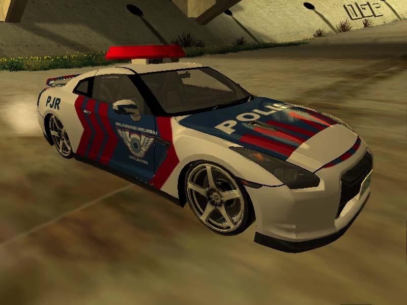 skyline_r35_police1.jpg
