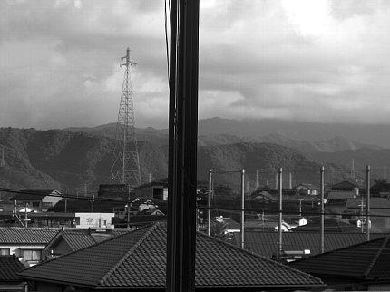 三階の窓からの空