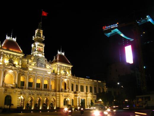 人民委員会庁舎(夜・2)