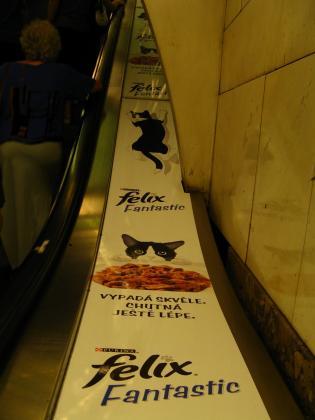 地下鉄の広告にゃんにゃん
