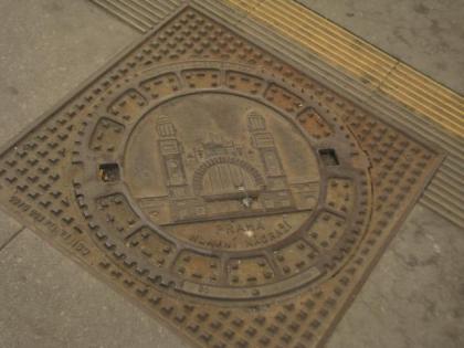 プラハ本駅のマンホール