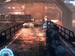 洞窟から大量のエイリアンが現れ橋を渡ってくる