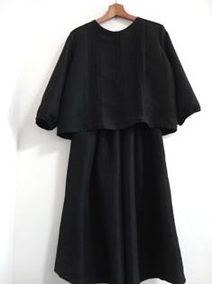黒地平織ブラウススーツ
