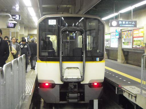 阪神三宮にてセントクン号です