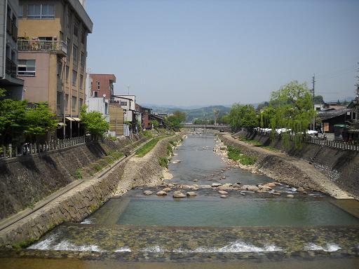宮川ここ高山は小京都なんですまるで鴨川のようです湧水もうまいです