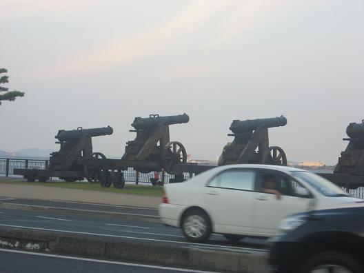 大砲のメモリアルがおいてあります
