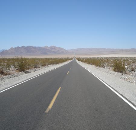 DesVallay Road 果てしなく続く道