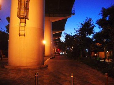 阪神高速守口線高架下遊歩道